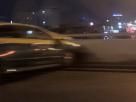 วินาทีเฉียดตาย! กระโดดหนีตาย หลังคนขับหลับใน-ปลุกไม่ตื่น-ขับพุ่งชนแบริเออร์บนทางด่วน